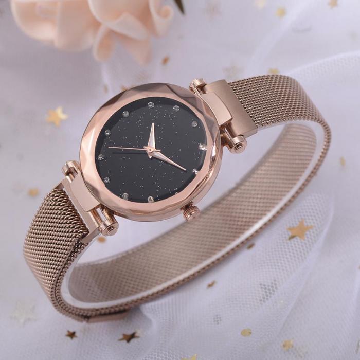 złoty zegarek błyszczący